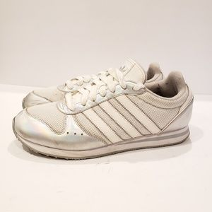 Adidas size 9.5 10 mismatch sneaker